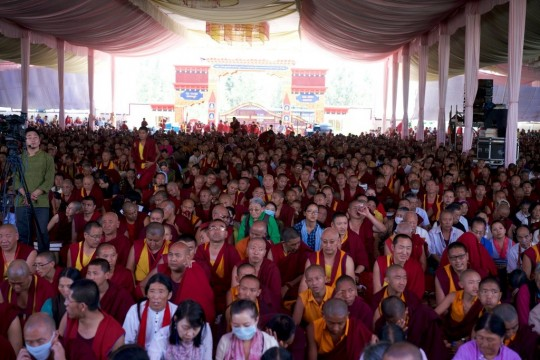 32,000 participants attended His Holiness the Dalai Lama's Lamrim Jangchup teachings this year. Tea was offered to all and a money offering to all 18,100 Sangha in attendance.