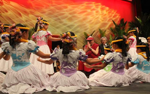 His Holiness with young Hawaiian dancers