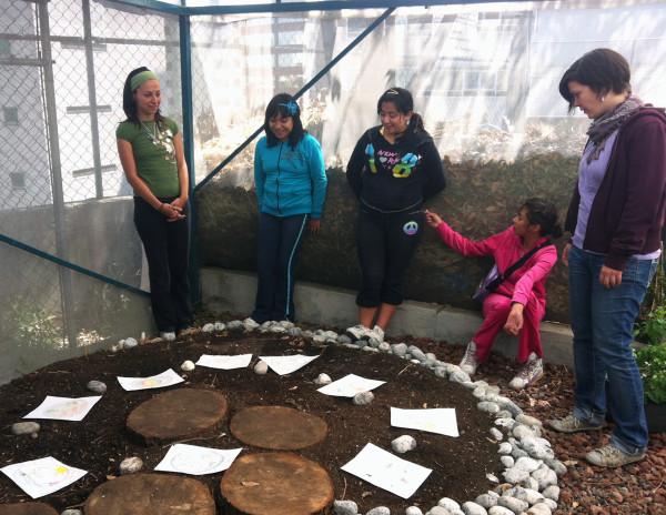 BrendaTapiawithchildrenonthefirstcommunitygardenprojectin2012, Mexico City. Photo courtesy of Proyecto Tushita.