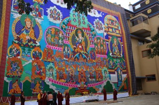 Large thangka of Guru Rinpoche sponsored by the Lama Zopa Rinpoche Bodhchitta Fund. The thangka will be displayed during 1,000 Padmasambhava tsog offerings in India and Nepal and during special occasions. Photo by by Ven. Thubten Kunsang.