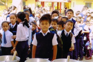 The children of Central School for Tibetans are offered a good quality vegetarian meal every day for lunch, through the Lama Zopa Rinpoche Bodhichitta Fund.