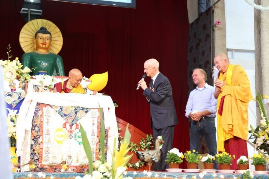 Ian Green thanking Rinpoche on behalf of the entire retreat and the three centers hosting, and requesting Rinpoche to continue the teachings.