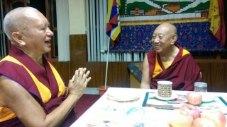 Lama Zopa Rinpoche enjoyed dinner with the Abbot of Sera Je Monastery during a break from the winter debate.