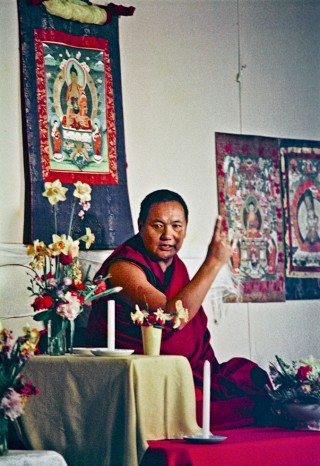 Lama Yeshe teaching at Olinda, Australia. On July, 26 1976, Lama Yeshe gave a public lecture in Melbourne. That same evening a weekend course for eighty commenced at Olinda in the Dandenong Ranges outside the city. Photo courtesy of Lama Yeshe Wisdom Archive (lamayeshe.com).