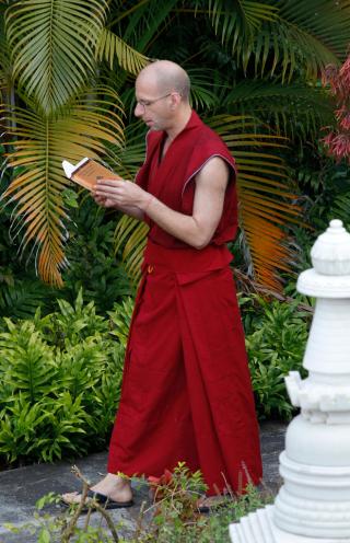 Ven. Tenzin Legtsok memorizing at Sera IMI House, India, November 2013. Photo by Sandesh Kadur|www.felis.in.