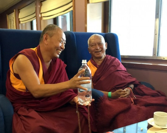 Lama Zopa Rinpoche with Geshe Thubten Wangchen from Dorje Change Institute blessing water with studentstopourintothestraitfromtheboatbetweenthenorthandsouthislandsofNewZealand, May 2015. Photo by Ven. Thubten Kunsang.