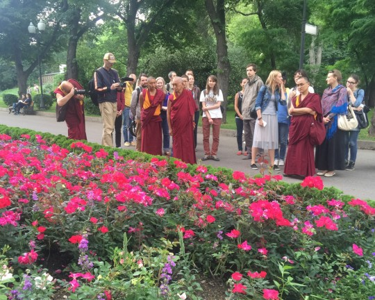 Lama Zopa Rinpoche offering impromptu teaching to students in park, Moscow, Russia, June 2015. Photo by Ven. Roger Kunsang.