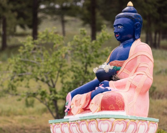 Medicine Buddha statue at Buddha Amitabha Pure Land, Washington, US, June 2015. Photo by Chris Majors.