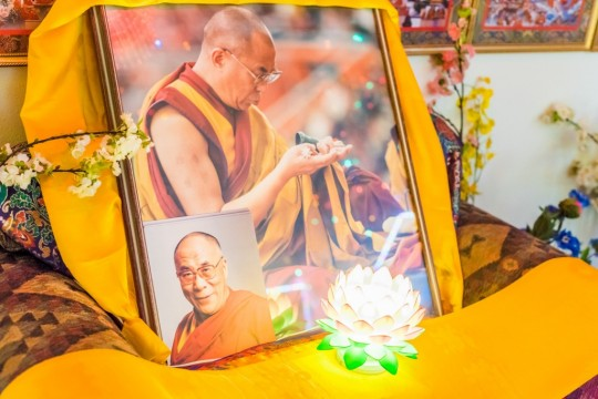 Offering to His Holiness the Dalai Lama, BAPL, USA. Photo by Chris Majors.