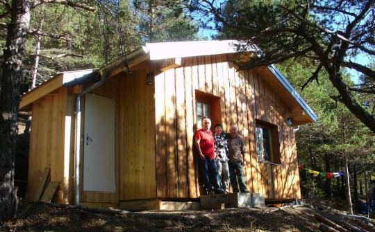 A kind benefactor has enabled the Supporting Ordained Sangha Fund to sponsor the building of a new IMI retreat cabin at Thakpa Kachoe Retreat Land, France.