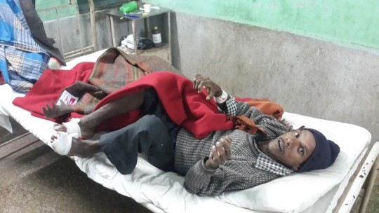 Patients being treated for leprosy (Hansen's disease) receive blankets every year during the winter, India, 2016. Photo courtesy of Maitreya Buddha Project Kushinagar