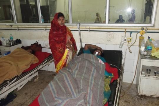 Pooer patients receive supplemental blankets at local hospital, Kushinagar, India, January 2016. Photo courtesy of Maitreya Buddha Project Kushinagar.