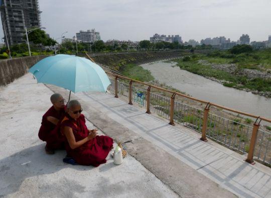 Lama Zopa Rinpoche doingnagatormapujabytheriver, Taiwan, May 2016. Photo by Ven. Roger Kunsang.