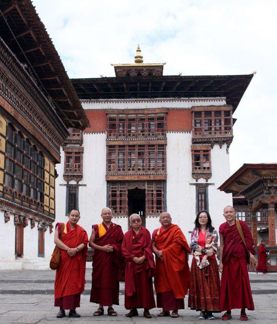 Lama Zopa Rinpoche at Tashichö Dzong withGesheTenzinKhenrabandstudents, Thimphu, Bhutan, June 2016. Photo by Ven. Lobsang Sherab.