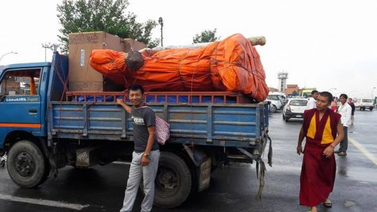 Large Guru Rinpoche statue being transported to Lawudo.