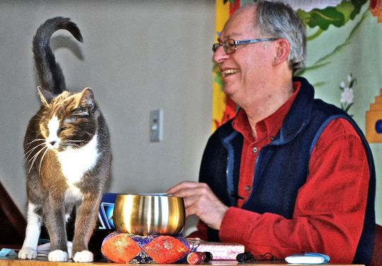 Dr. Roger Jackson gives Dharma teachings to Maitri the cat and others at Sravasti Abbey, February 2016. Photo courtesy of Sravasti Abbey.