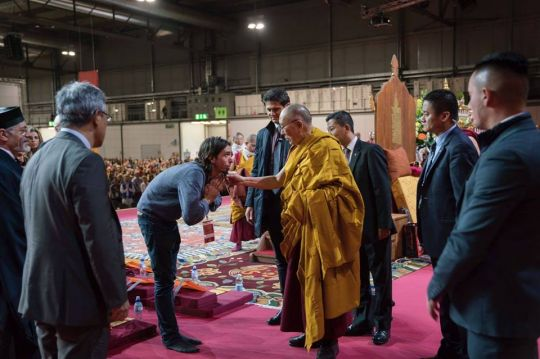 Osel greeting His Holiness the Dalai Lama in Milan, October 2016. Photo by Tenzin Choejor.