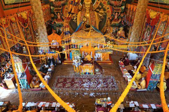 Lama Zopa Rinpoche during the longlifepujahe was offeredon the lastdayofKopanMonastery's Novembercourse.Kopan Monastery, Nepal. Photo by Ven. Lobsang Sherab.
