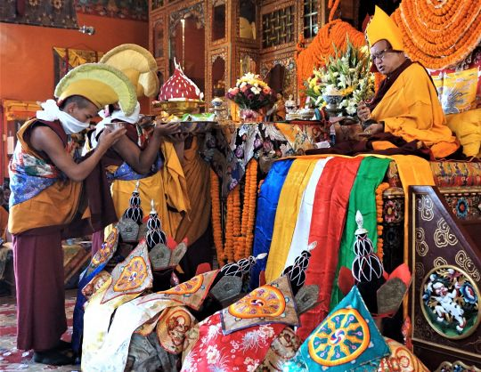 Offering tsog at the longlifepujaforLamaZopaRinpoche on thelastdayofthe KopanNovembercourse.Thefivedakinis are also shown. Kopan Monastery, Nepal, December 2016. Photo by Ven. Lobsang Sherab.