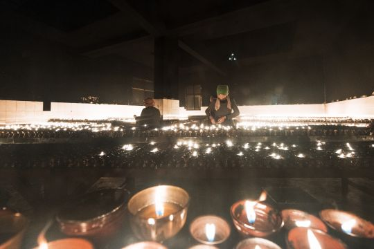 Offerings of lights on Lama Tsongkhapa Day (Ganden Ngamchoe), Lhasa, Tibet. Photo by Matt Lidén (mattlinden.co.uk).