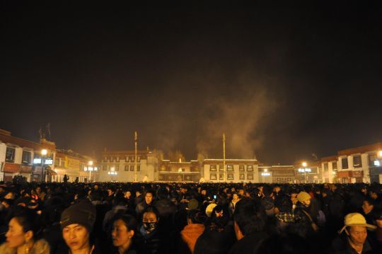 The Jokhang on Lama Tsongkhapa Day (Ganden Ngamchoe), Lhasa, Tibet. Photo by Matt Lidén (mattlinden.co.uk).