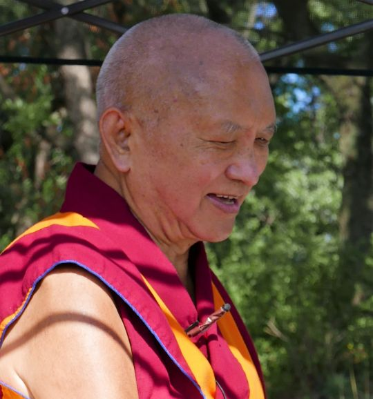 Lama Zopa Rinpoche teaching during a picnic in the park, New York, USA, August 2016. Photo by Ven. Roger Kunsang.
