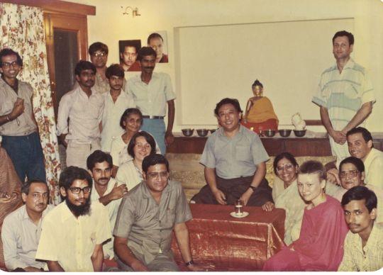 Gelek Rinpoche with students at Tushita. Photo courtesy of Lama Yeshe Wisdom Archive.