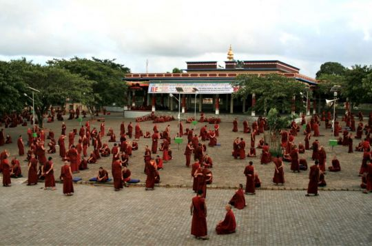 Debate Demonstrated in English by Sera Je IMI Monks [Video]