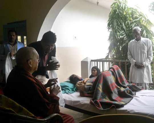 Lama-Zopa-Rinpoche-Health-Clinic-India-2017