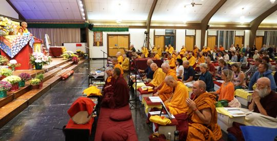 Lama-Zopa-Rinpoche-teaching-at-Light-of-the-Path