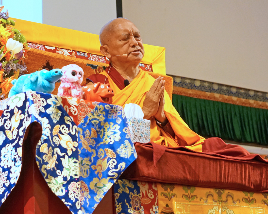 lama-zopa-light-of-the-path-prayer-hands