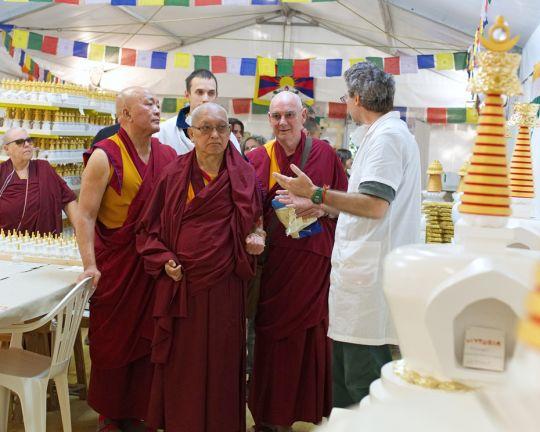 lama-zopa-visits-stupa-onlus