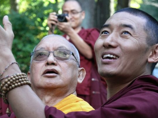 Lama-Zopa-Rinpoche-balloon-release