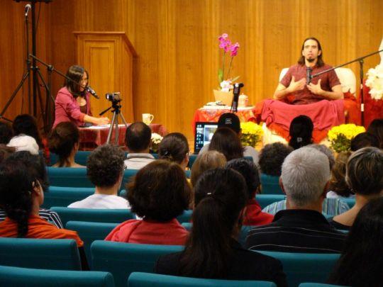 Tenzin Ösel Hita giving a talk at Centro Shiwa Lha, Rio de Janeiro, Brazil, September 2017. Photo courtesy of Centro Shiwa Lha.