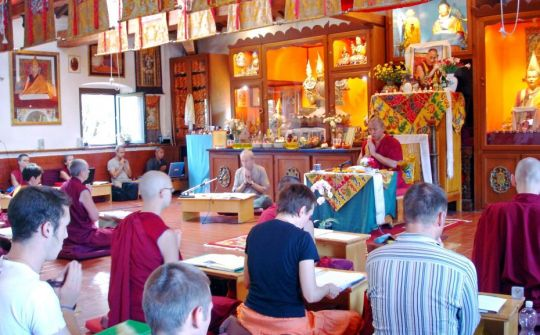 "Geshe Tenphel teaching ""The Tathagata Essence"" during the residential Basic Program at Istituto Lama Tzong Khapa"