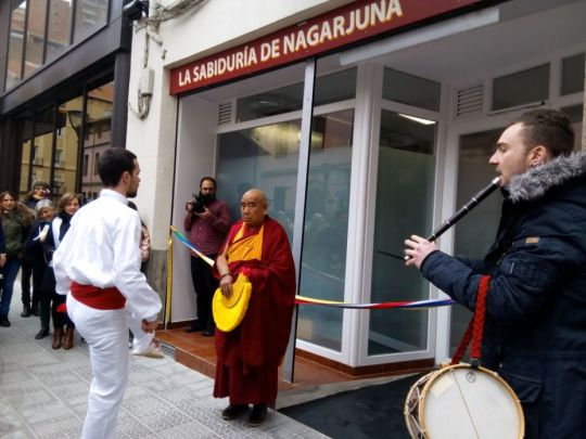 Geshe Lamsang in front of the entrance to Centro La Sabiduría de Nagarjuna, Bilbao, Spain, February 2018. Photo courtesy of Centro La Sabiduría de Nagarjuna's Facebook page.
