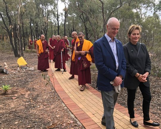 walking-to-great-stupa-australia-201804