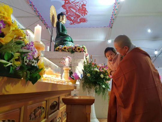 A Buddhist nun and young girl with the Jade Buddha, Busan, South Korea, March 2018. Photo courtesy of Ian Green's Twitter page.