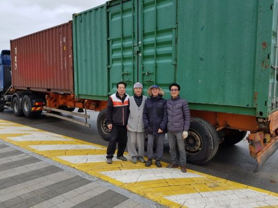 Ian Green and friends with the Jade Buddha, packed and ready for shipment, Busan, South Korea, March 2018. Photo courtesy of Ian Green's Twitter page.