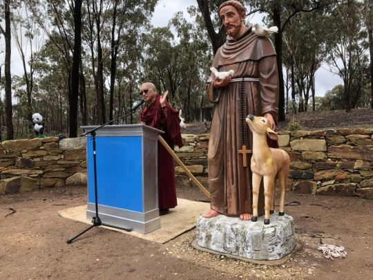 Lama Zopa Rinpoche addressing the audience, Bendigo, Australia, May 2018. Photo by Ven. Roger Kunsang.
