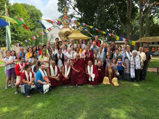 lama-zopa-rinpoche-with-kurukulla-center-volunteers-lama-yeshe-wisdom-archive-and-wisdom-publications-staff-kurukulla-center-august-2018-by-ven-roger-kunsang