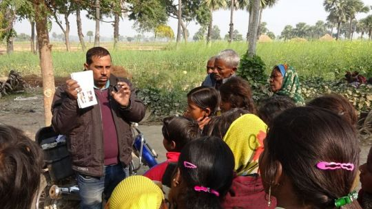 maitri-staff-conducting-leprosy-training-in-a-village-january-2018-by-phil-hunt
