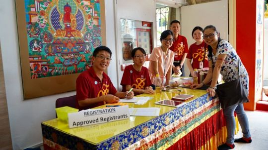 registration-table-volunteers-kelvin-lee-doris-lim-toh-su-fen-tan-wee-meng-sandra-chen-ong-cheng-cheng-at-amitabha-buddhist-center-singapore-sept-2018-by-tan-seow-kheng