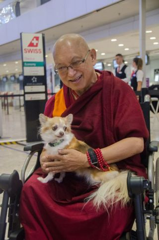 lama-zopa-rinpoche-with-shiva-who-he-renamed-bodhichitta-before-departing-switzerland-december-2018-photo-by-severine-gondouin