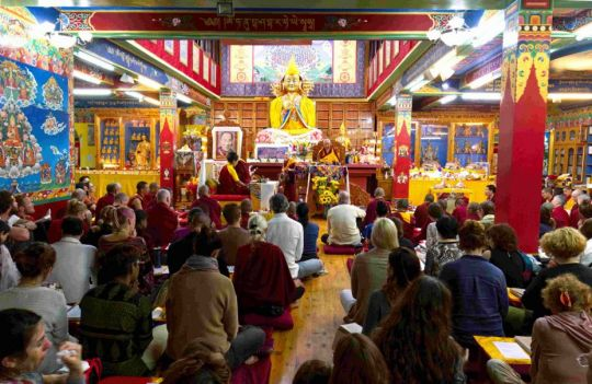 guru-puja-at-tushita-dharamsala-with-lama-zopa-rinpoche-and-khadro-la-september-2018-photo-by-simon-houlton