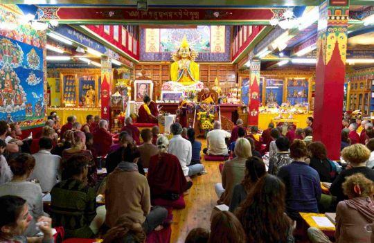 guru-puja-at-tushita-dharamsala-with-lama-zopa-rinpoche-and-khadro-la-september-2018-photo-by-simon-houlton