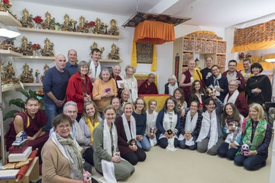 lama-zopa-rinpoche-with-volunteers-and-sponsors-of-the-munich-event-during-a-short-informal-visit-to-aryatara-institut-in-munich-germany-november-2018-photo-by-ven-lobsang-sherab