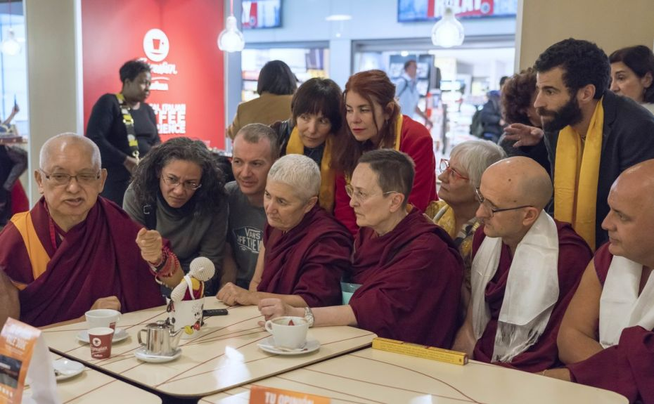 lama-zopa-rinpoche-giving-last-minute-advice-to-students-seated-around-him-at-a-cafe-in-the-madrid–barajas-airport-madrid-spain-november-2018-photo-by-ven-lobsang-sherab