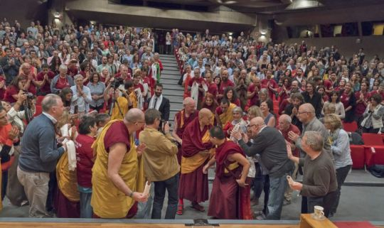 lama-zopa-rinpoche-greeted-by-students-in-auditorio-ugt-in-madrid-spain-october-2018-photo-by-ven-lobsang-sherab