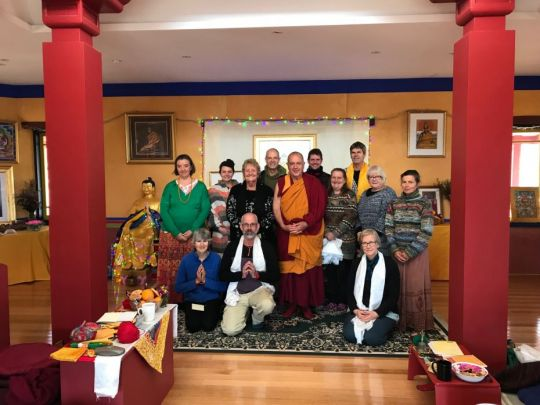 de-tong-ling-retreat-centre-ten-day-lamrim-retreat-students-with-teacher-ven-thubten-dondrub-center-staff-becky-geisler-and fran-rowley-oct-2018-photo-by-retreatant